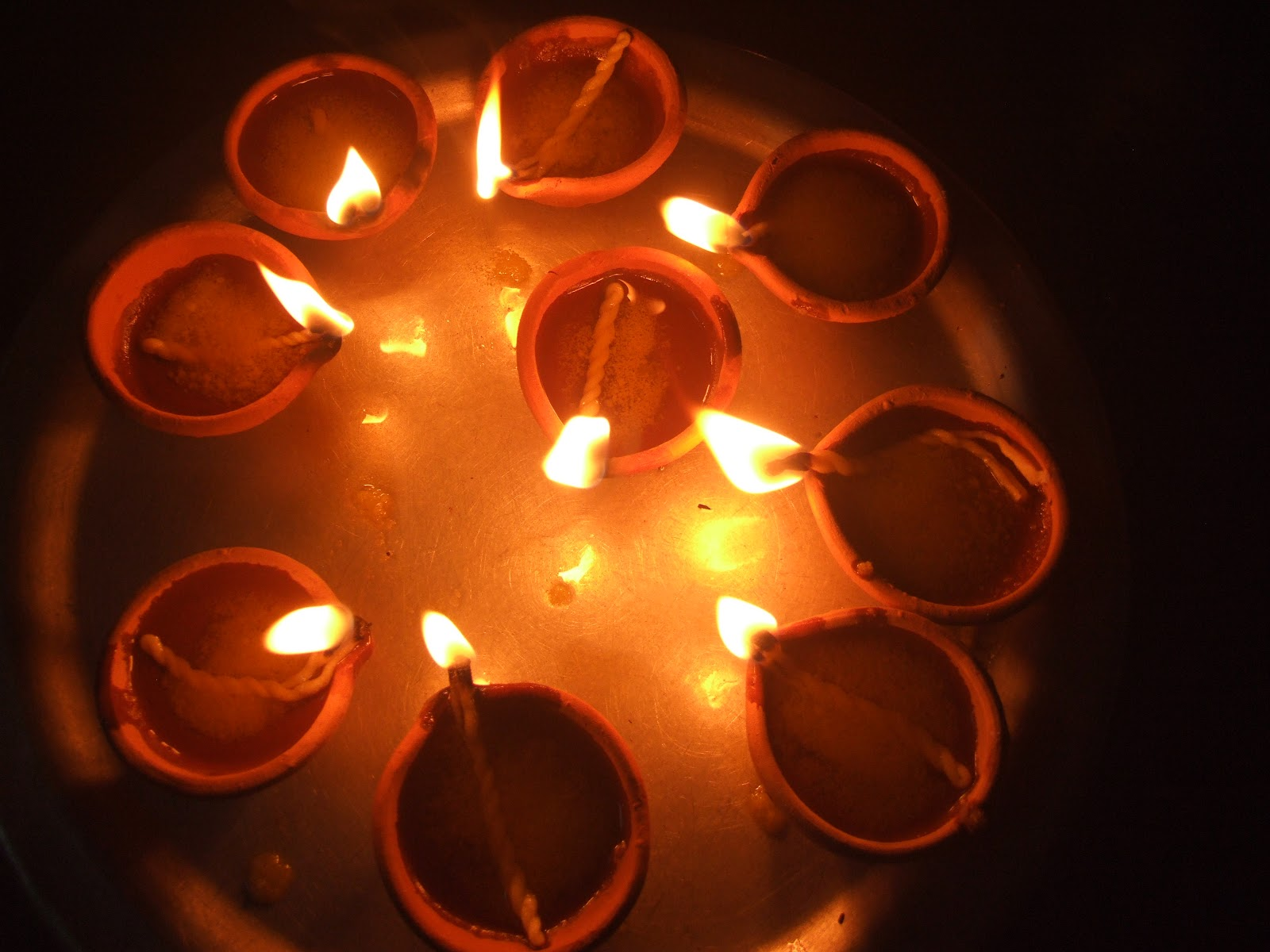 Karthigai Vilakkeedu: Devotional Lighting of Lamps of Purity on the ... for lighting lamps in temple  150ifm