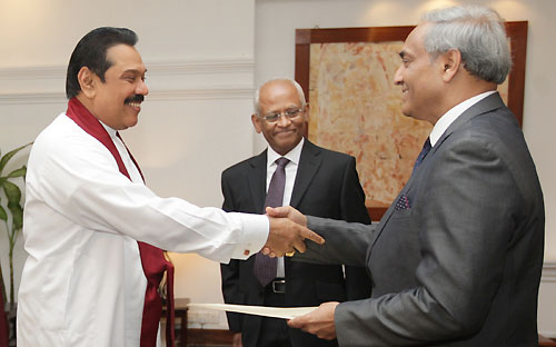 Mohan Peiris being sworn in as the 44th Chief Justice of Sri Lanka - Jan 16, 2013-pic: InfoLanka
