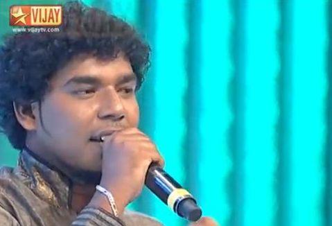 """Diwakar singing """"Neeye Unakku"""""""