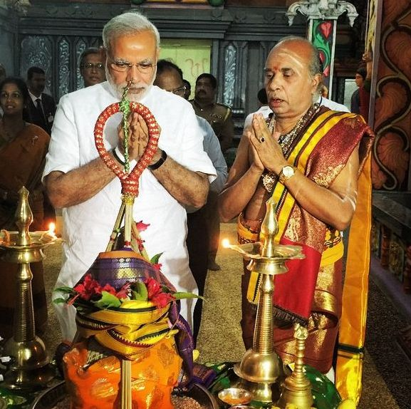 PM MOdi Offered prayers at the Naguleswaram Temple on Mar 14, 2015