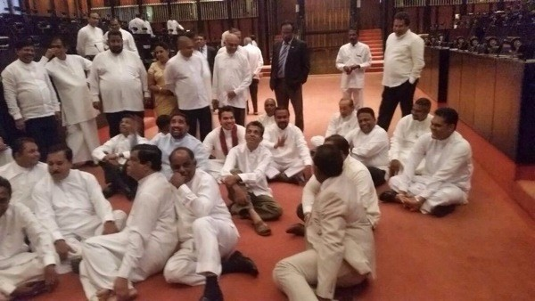A group of Parliamentarians on Monday (April 20) staged a protest inside the chambers in Parliament against the decision to summon former President Mahinda Rajapaksa to the Bribery Commission-pic: twitter.com/RajapaksaNamal
